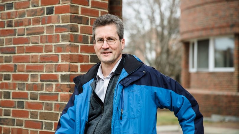 Professor David Kotz '86 has been honored by the world's largest and most prestigious association of computing professionals.